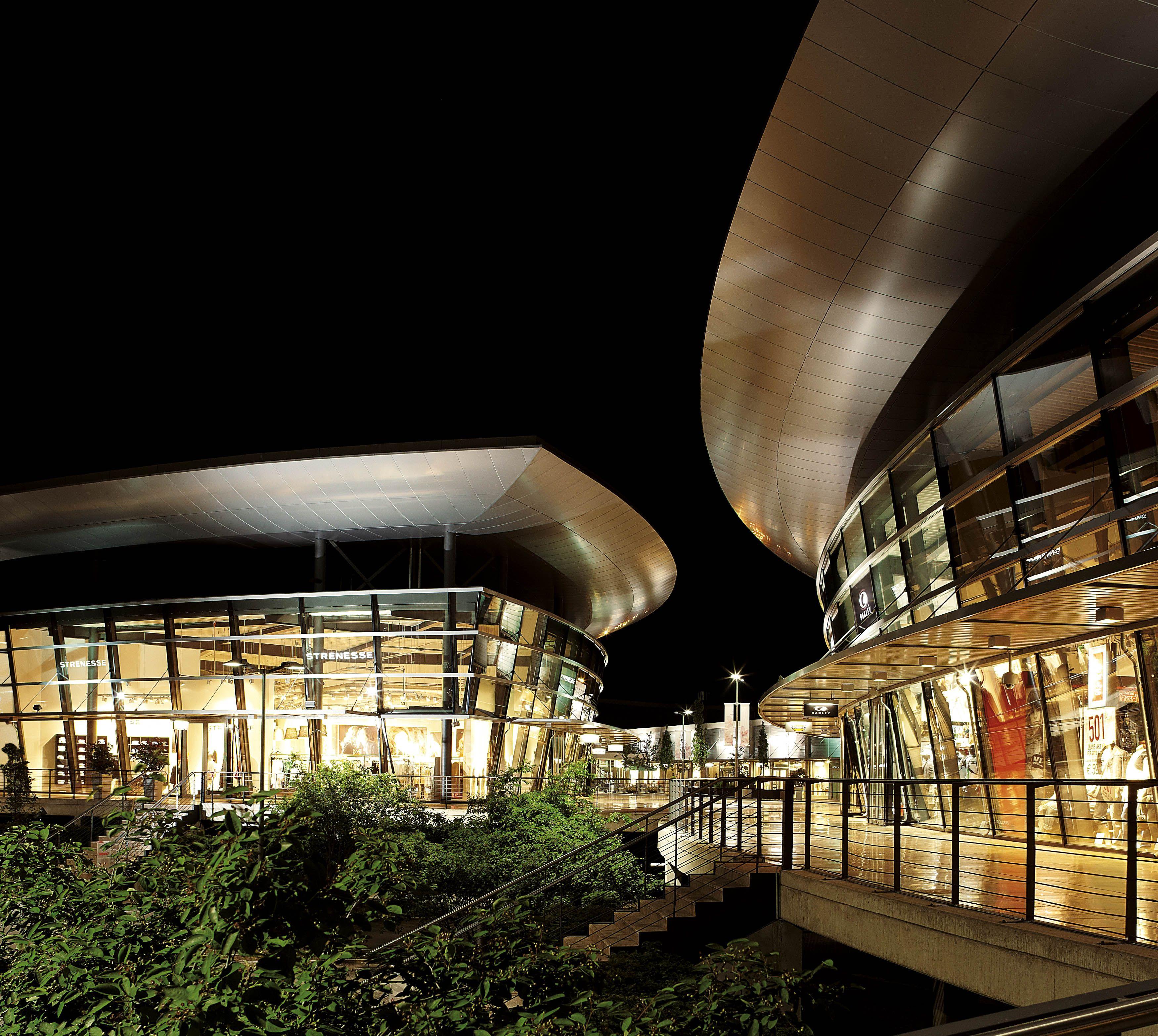 designer outlets Wolfsburg bei Nacht