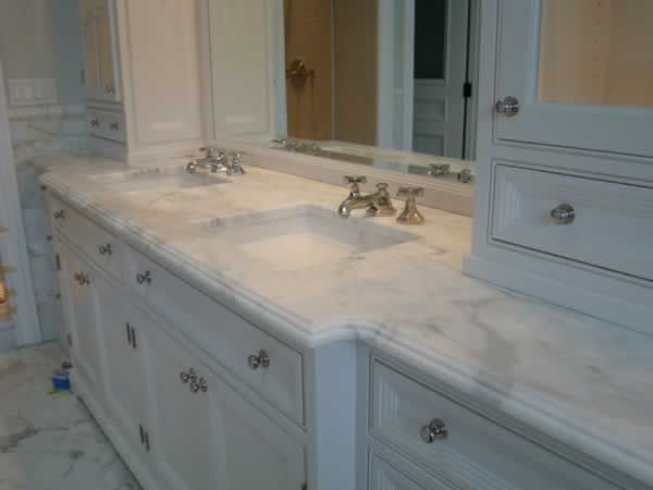 How to choose a Bathroom Vanity! All that you need to know to choose and incorporate your bathroom vanity into your bathroom design!
