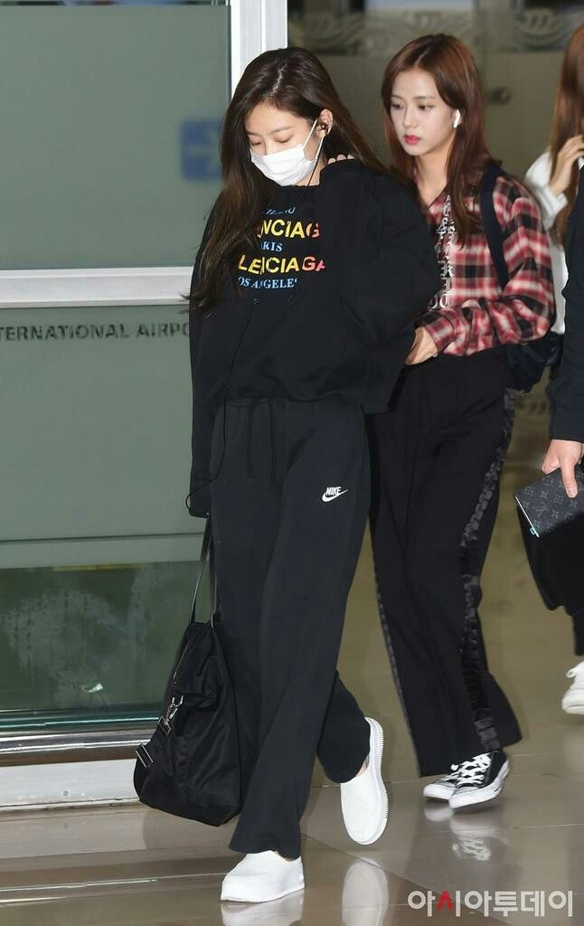 Blackpink Jennie At Gimpo Airport Fashion Blackpink Airport