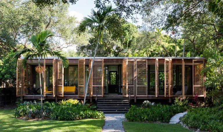 Une Maison En Bois Naturel Architecture Bois Magazine Infos Sur La Construction Et Maisons En Bois Maison Bois Maison Coloniale Maison Architecte