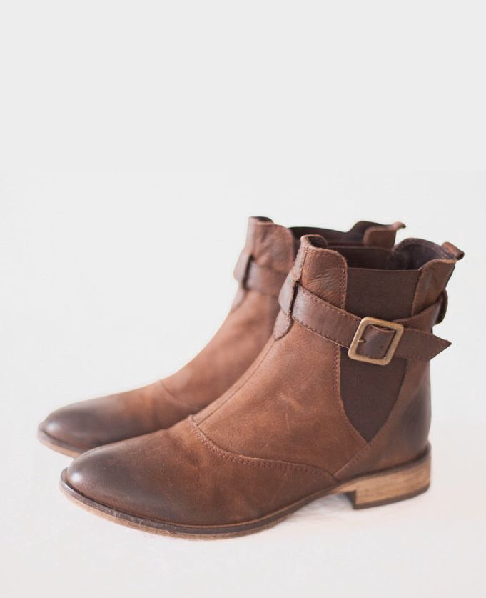 brown leather ankle Chelsea boots with buckle size