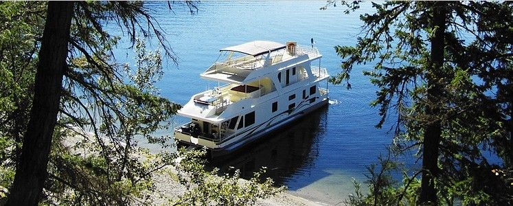 Waterway Houseboats in Sicamous - Captain your own boat