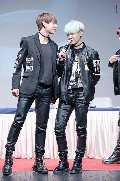 Hel Looks So Tall Compared To Yoongi Im Crying Bts Suga Bts Taehyung Bangtan