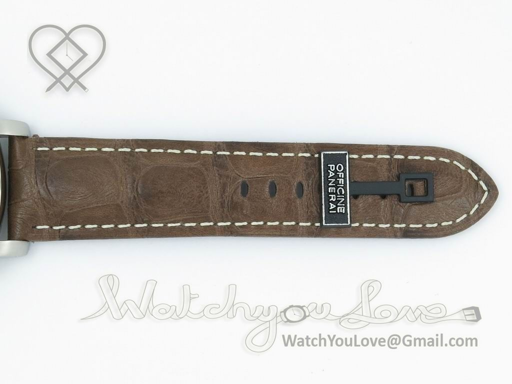 fb33031e0 Brown croc-style leather strap | PAM320 P on Black or Brown Leather ...