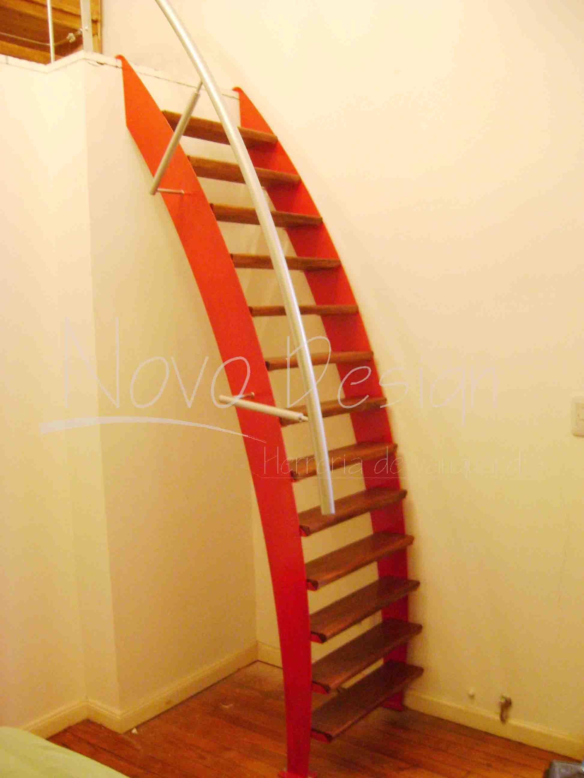Escaleras espacios reducidos madera y hierro venta de for Como construir una escalera de hierro y madera