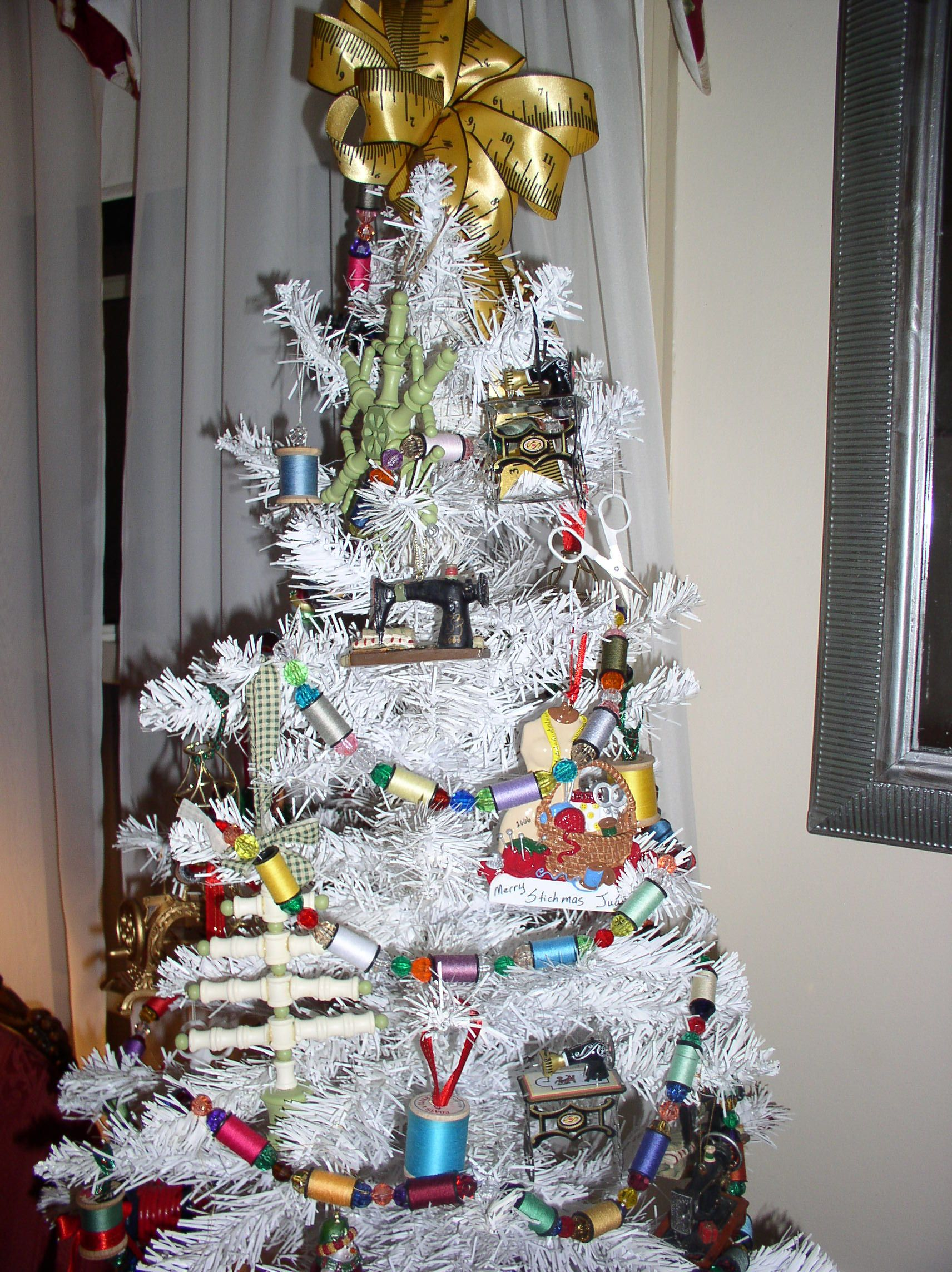 Sewing Themed Christmas Tree Garland Is Made From Beads