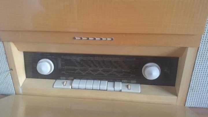 meuble radio grunding retro des ann es 60 vends ce meuble de musique r tro des ann es 60. Black Bedroom Furniture Sets. Home Design Ideas