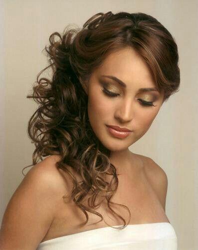 Semirecogido a un lado Peinados y maquillaje Pinterest Hair style