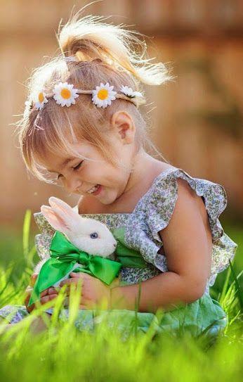 Brincar com os animais e estar em contato com a Mãe Natureza sempre alegra o dia! <3