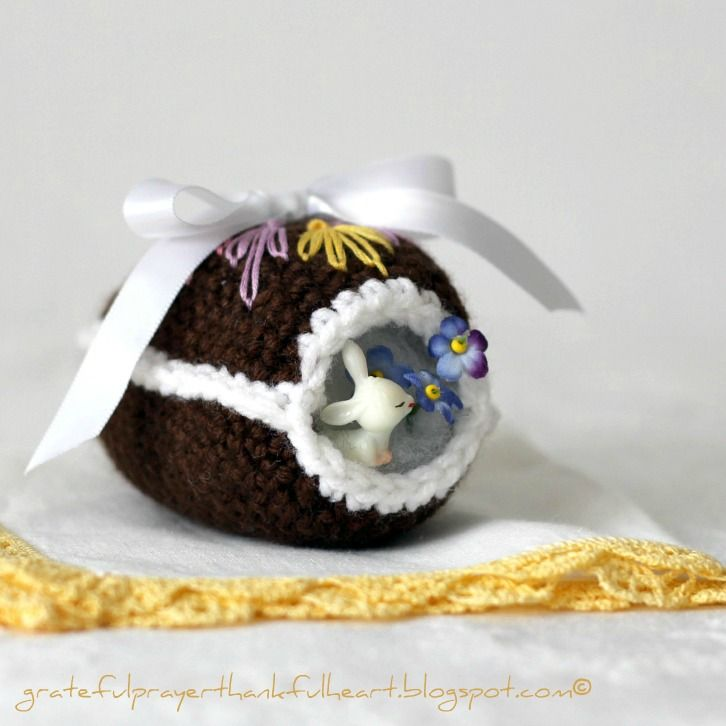 Crochet Chocolate Diorama Easter Egg | Muñecos | Pinterest