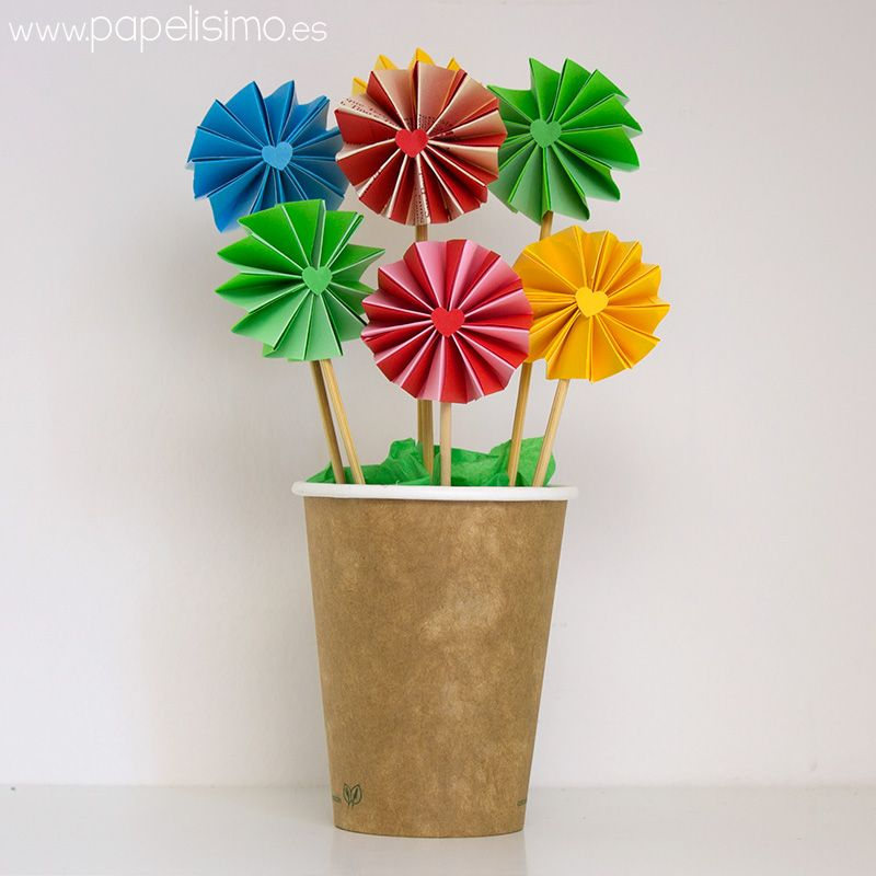 maceta-en-vaso-de-carton-con-flores-acordeon-de-papel | papelisimo