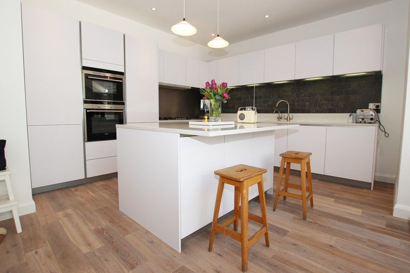 Polar white handleless matt laminate kitchen | Germankitchen | Pinterest