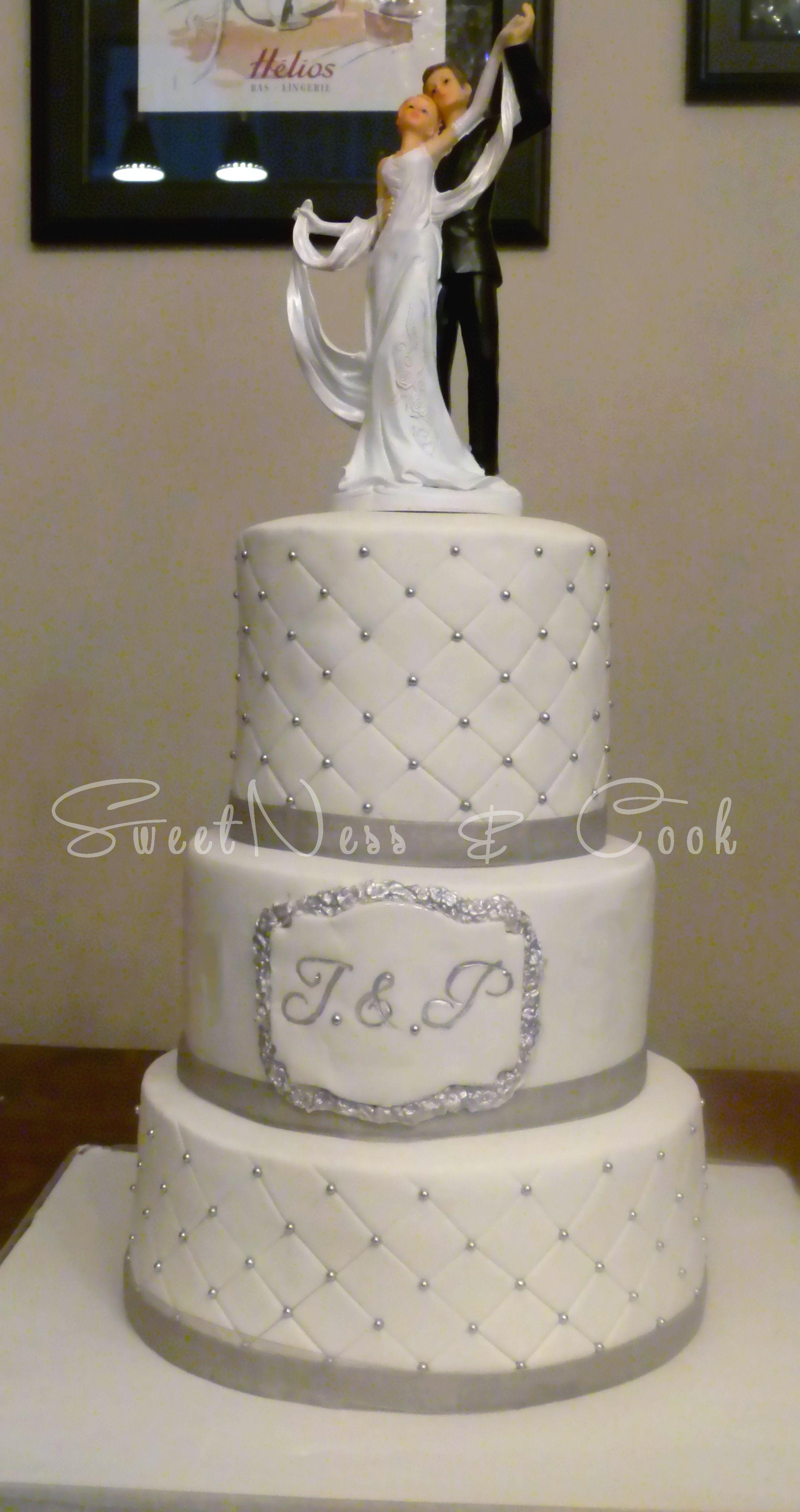 Wedding cake matelassé blanc & argent. Wedding cake white ...
