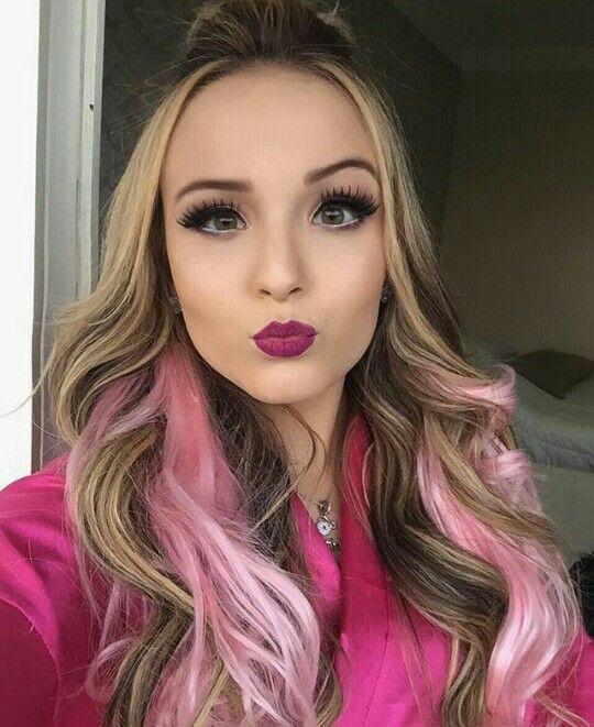 Larissa Manoela arrsando nas mechas de cabelo rosas 😍   Diva ... 37a7b76116