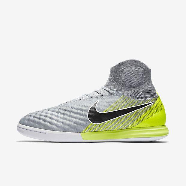 Nike MagistaX Proximo II Indoor/Court Soccer Shoe