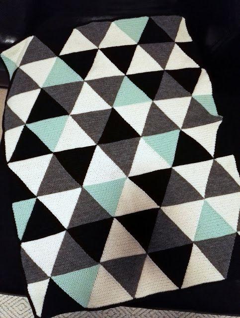 Virkattu vauvanpeitto kolmioista | Crochet baby blanket | Pitsin viemää
