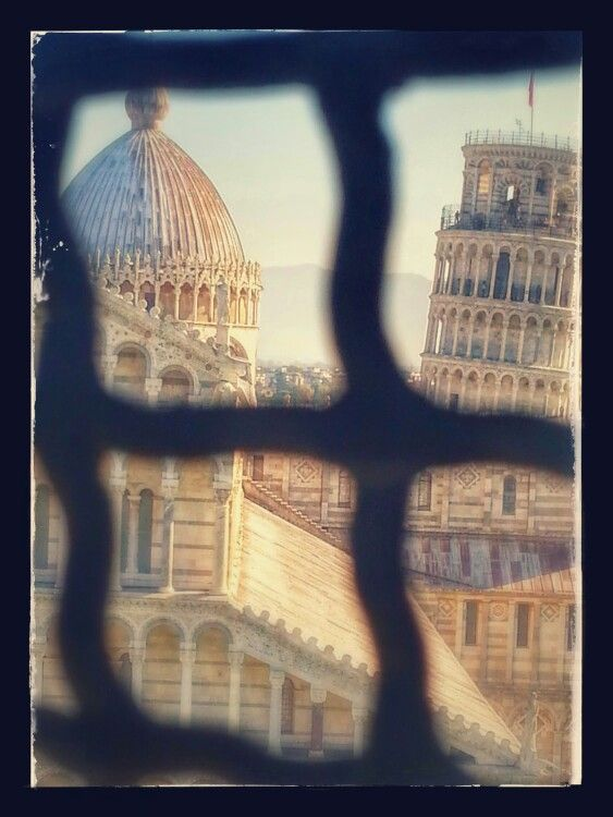 Pisa piazza dei Miracoli vista dal battistero