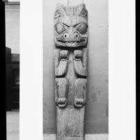 Haida house post, Hall of Northwest Coast Indians, American Museum of Natural History, 1957 ID 325314.jpg