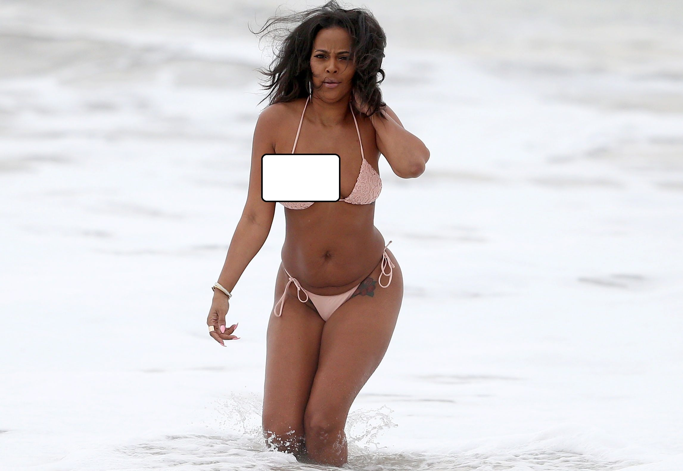Model Loses Bikini 25