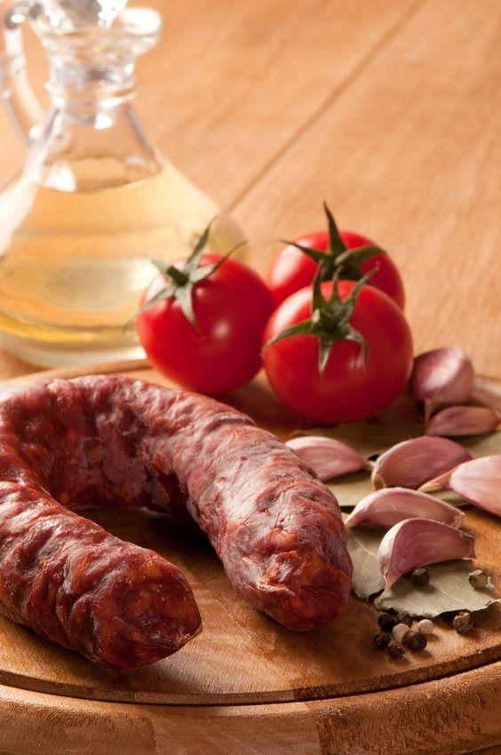 Chorizopølser med kartoffelkompot og syltede rødløg og æble SlankeDoktor.dk