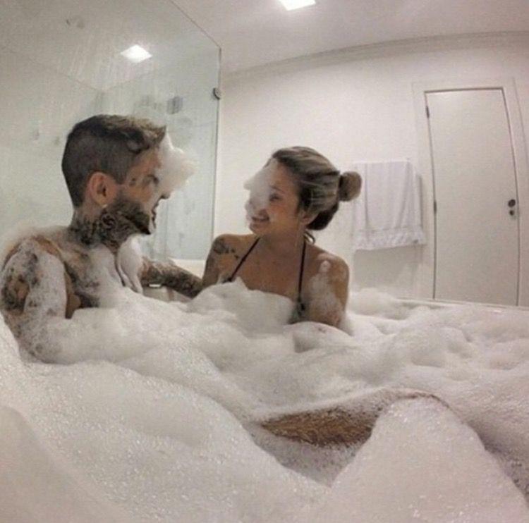 bubble Blonde bath lesbian