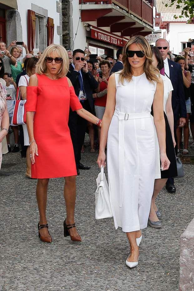 PHOTOS Brigitte Macron en robes courtes, elle fait