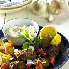 Bifteki mit Kartoffel-Chips und Tzaziki Rezept
