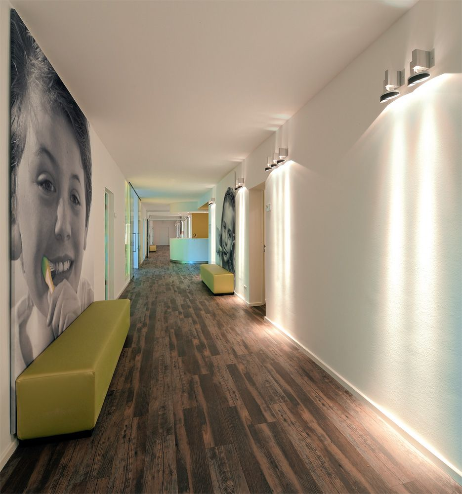 Dlw Linoleum References Dental Practice In Aachen Armstrong Orthodontic Office Design Clinic Interior Design Dental Office Design