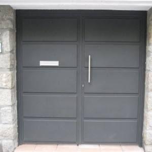 Puerta de hierro herreria pinterest for Puertas chalet exterior