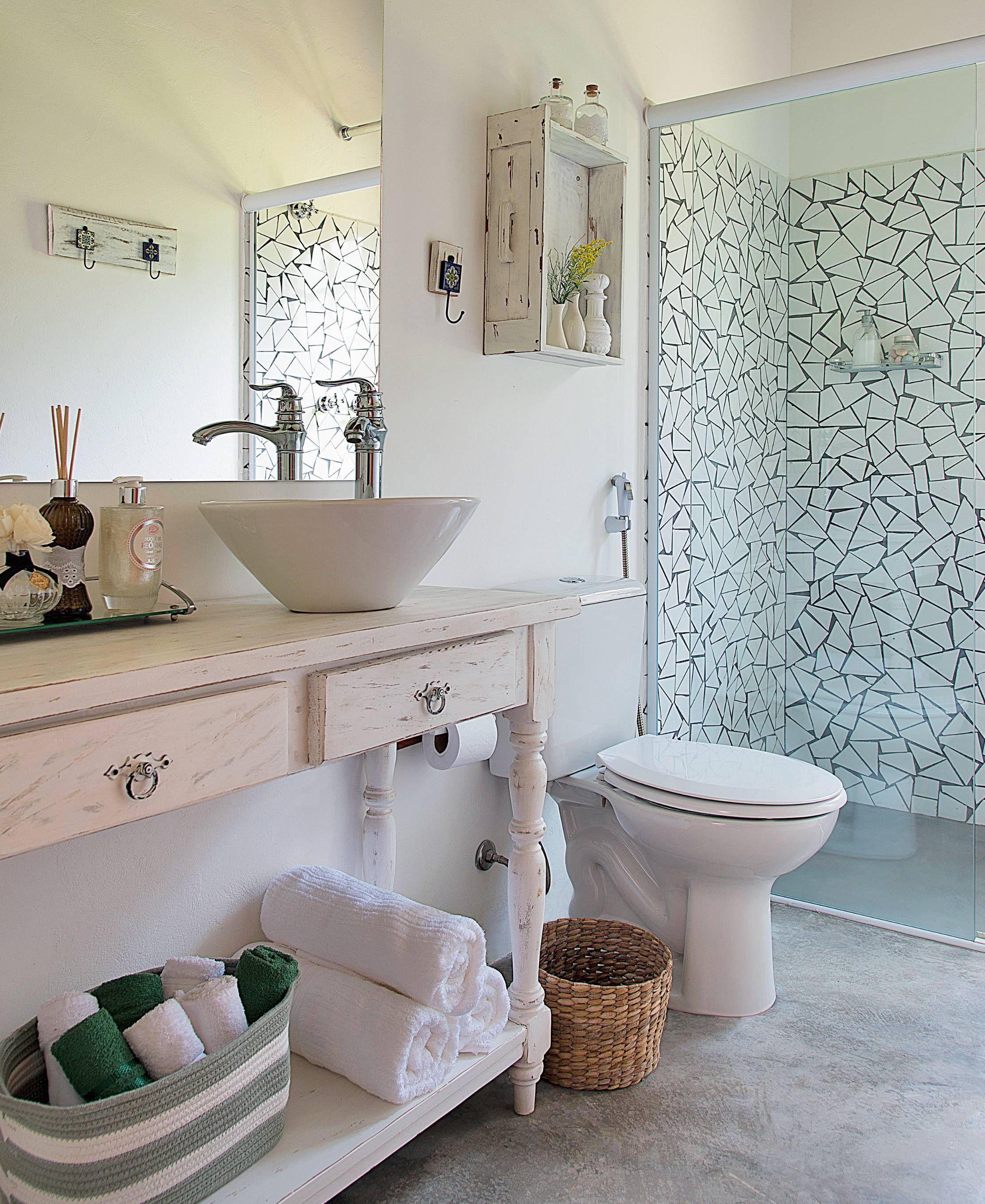 12 Banheiros Pequenos Com Revestimentos Cheios De Charme Spa Em  ~ Como Decorar Quarto Feminino Com Material Reciclavel