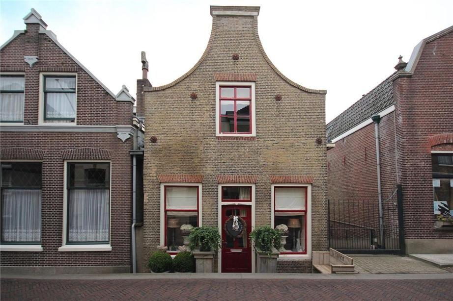 Rijtjeshuis Oud Hollandse Stijl Dorpsstraat 25 2935 Ab