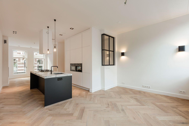 Nieuw portfolio | Keuken in woonkamer, Houten vloer keuken, Keuken vloeren ZB-24