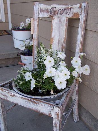 Gartendeko Stühle In Blumenkübel Verwandeln Abgenutzt | Dyi ... Miniaturgarten Pflanzkubel Balkon