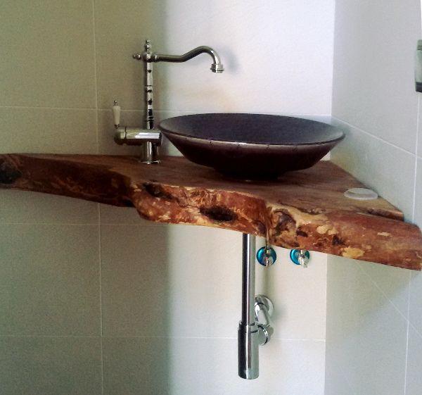 encimera de baño de madera triangular para el rincón del ...