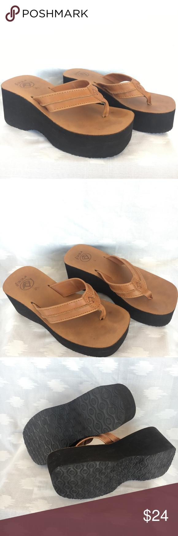 0d1538c211c Reef Platform Tan Flip Flops Women s size 7 Reef Flip Flops • Tan fabric •  a little less than 3