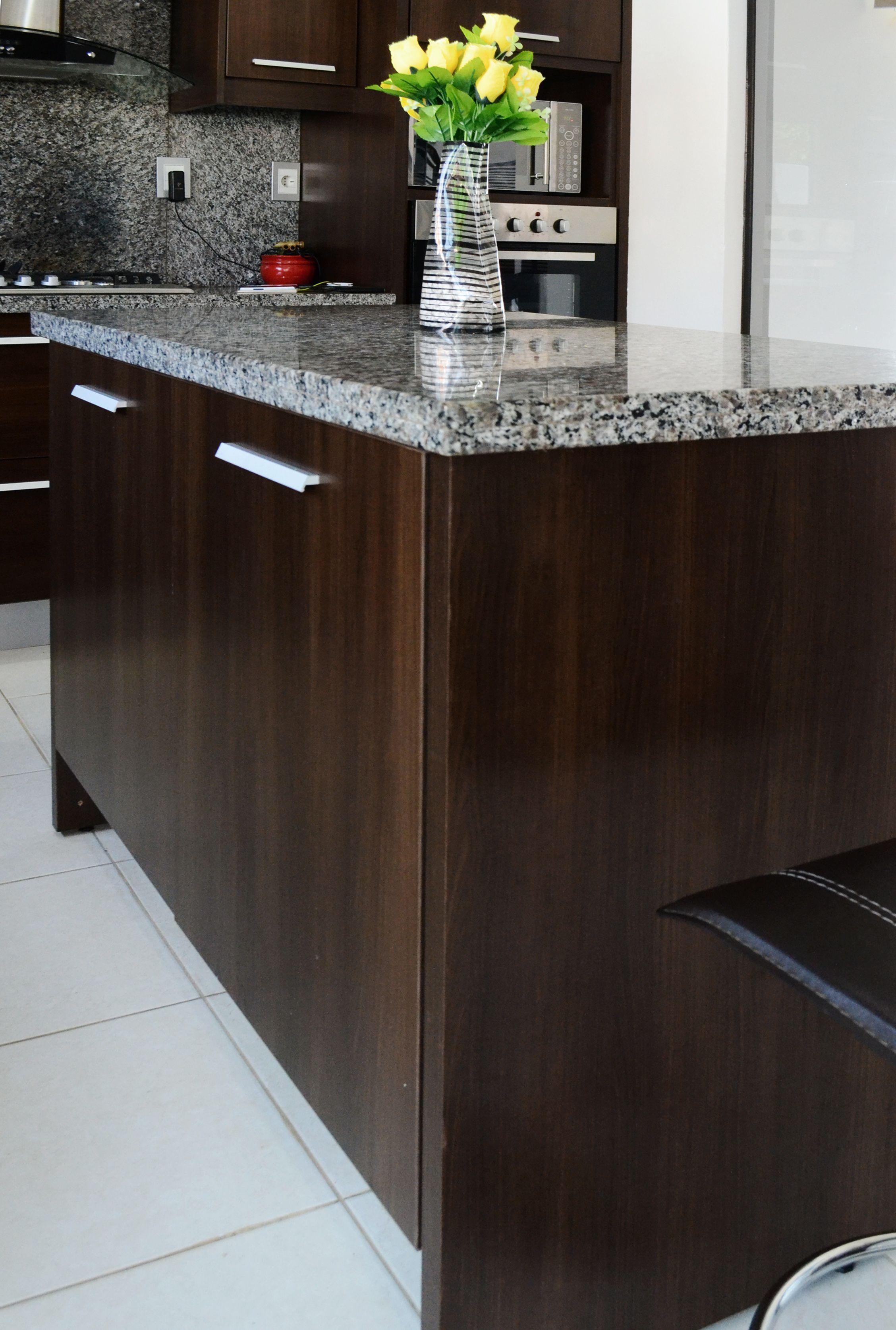 Isla con mesada de granito nuestros trabajos pinterest for Cocinas con granito