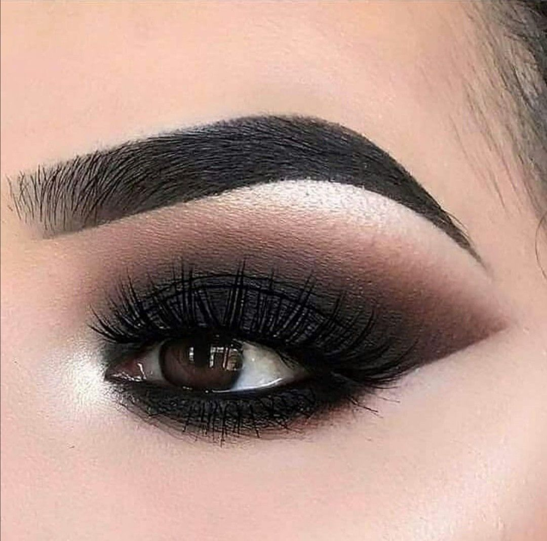 Makeup in 2020 Glasses makeup, Eye makeup, Smokey eye makeup