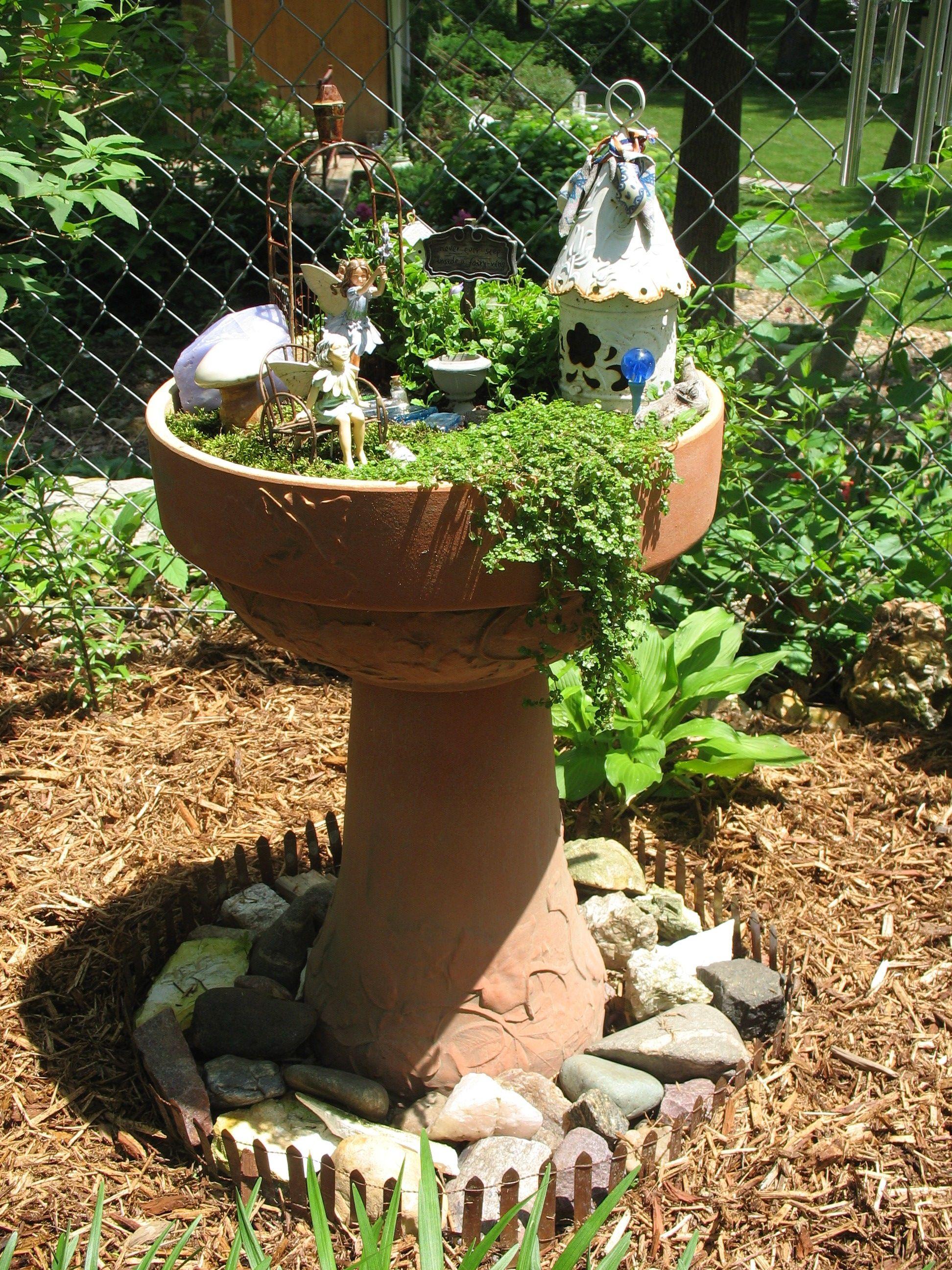 Fairy Garden-- this is soooo sweet.   fairies   Pinterest   Fairy ...