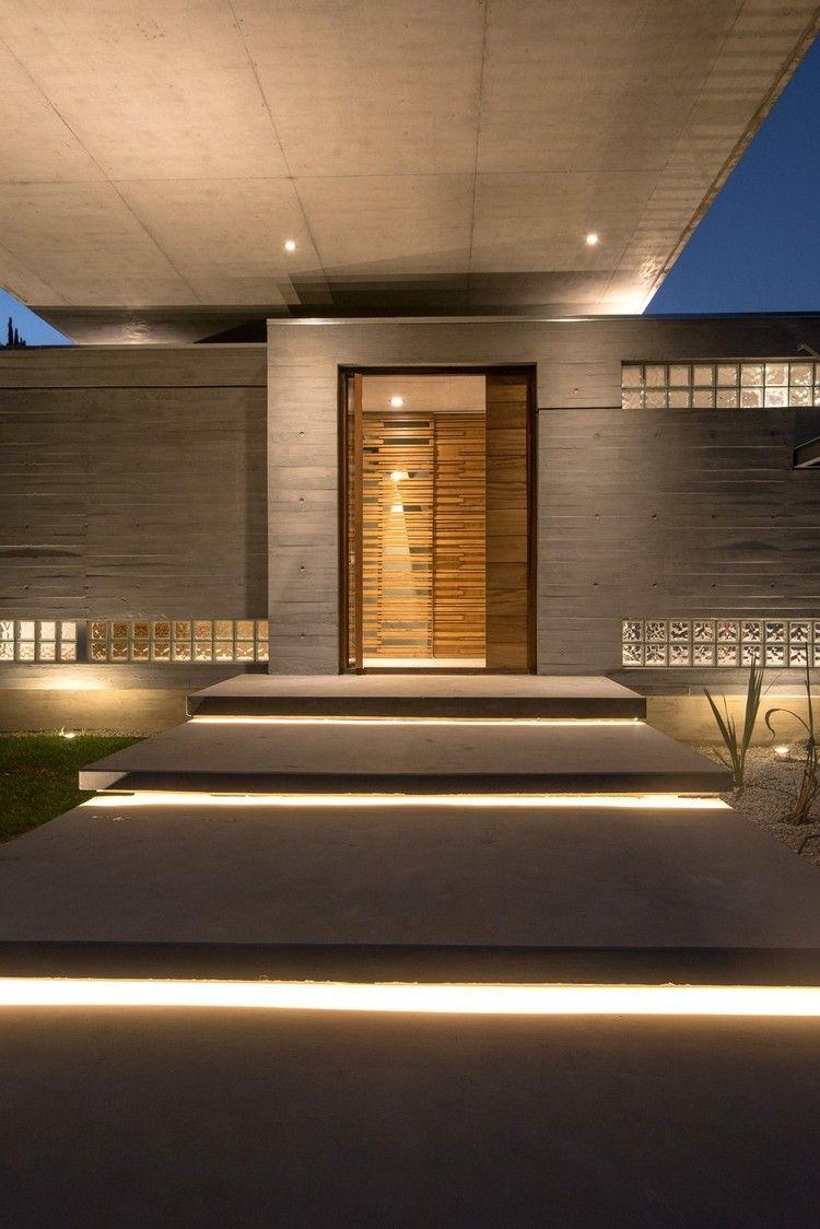 Betonhaus Hauseingang Trittplatten Indirekte Led Beleuchtung Exterior Betonhaus Aussenbeleuchtung Haus Moderner Eingangsbereich
