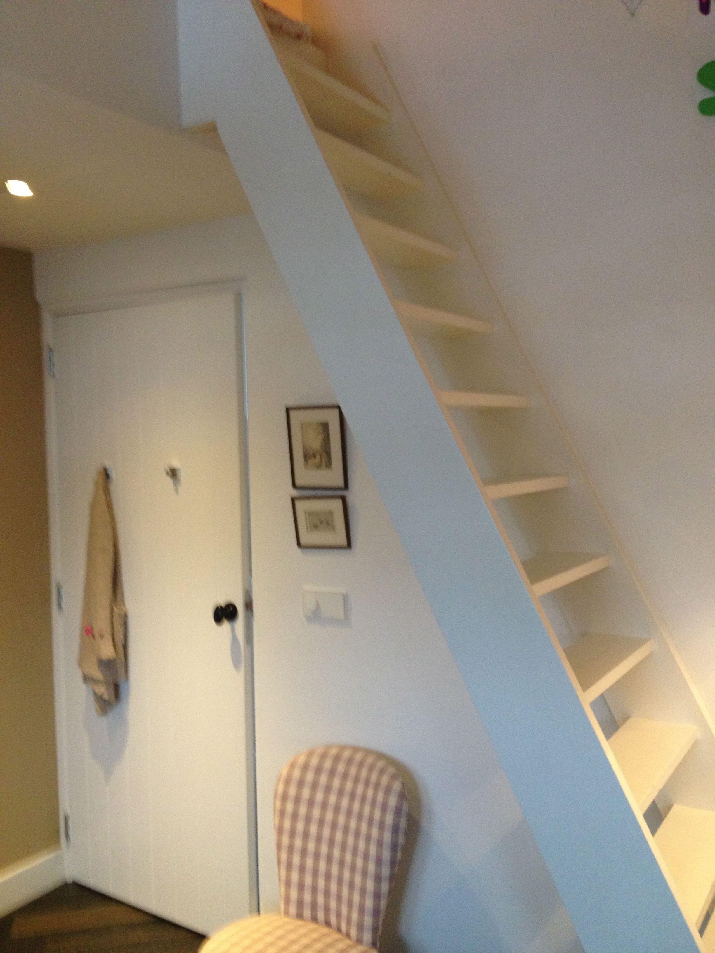 Trap naar slaapvide trappen pinterest zolder for Trap naar vliering