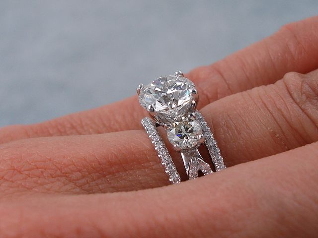 2 30 Ctw Round Brilliant Cut Diamond Wedding Ring Set H Vs2 Includes A Matching