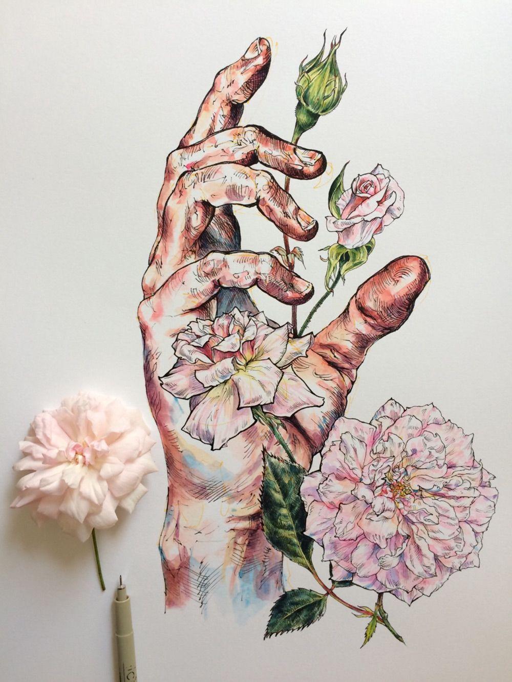 Noel Badges Pugh étudie ses propres Mains mélangées avec des Dessins de Fleurs et d'Abeilles