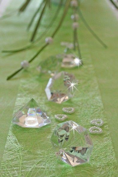 Die Edlen Acryl Diamanten Sind Einfach Zu Dekorieren Und Verspruhen Ein Festliche Tischdeko Platzieren Sie Di Diamantene Hochzeit Tischdeko Hochzeit Hochzeit