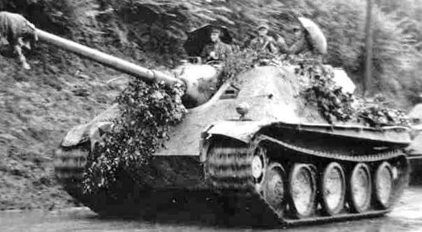 Jadgpanthers 3. s.Panzerjager Abt. 654 Normandy, with two umbrellas on the top