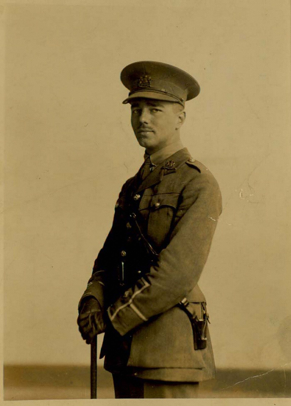 a biography of wilfred owen a british war poet Wilfred owen - poet - born on march 18, 1893, wilfred edward salter owen is viewed as one of the most admired poets of world war i.
