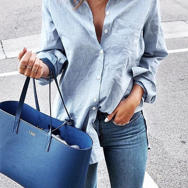 A lightwashed chambray shirt with skinny jeans and a matching tote
