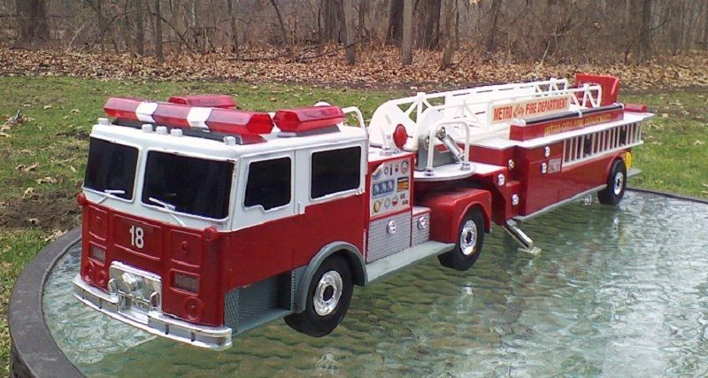 Tonka Fire Truck W 9 Flashing Lights Siren Talks Funrise 1992