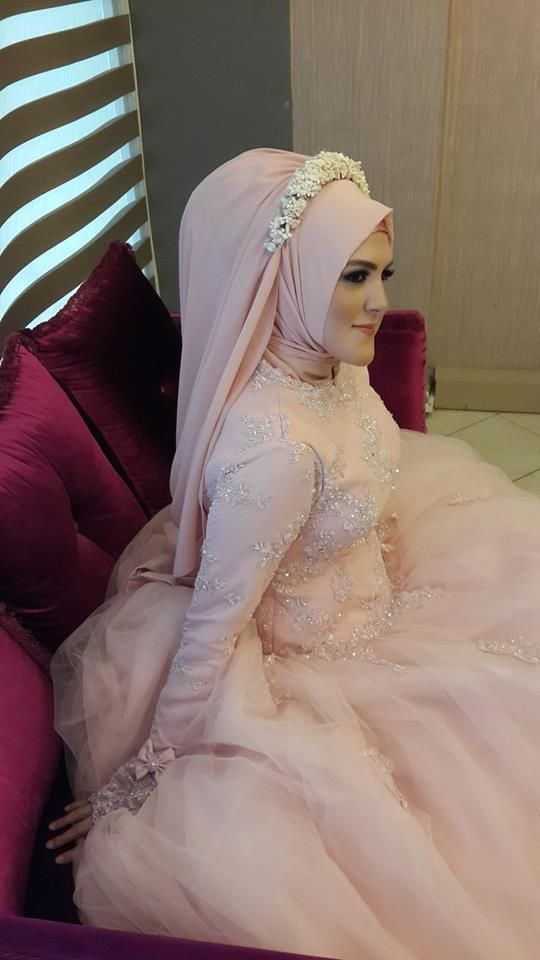 Turkish Bride  ^^ flower tiara alternative (minus the extra padding at the back of course)