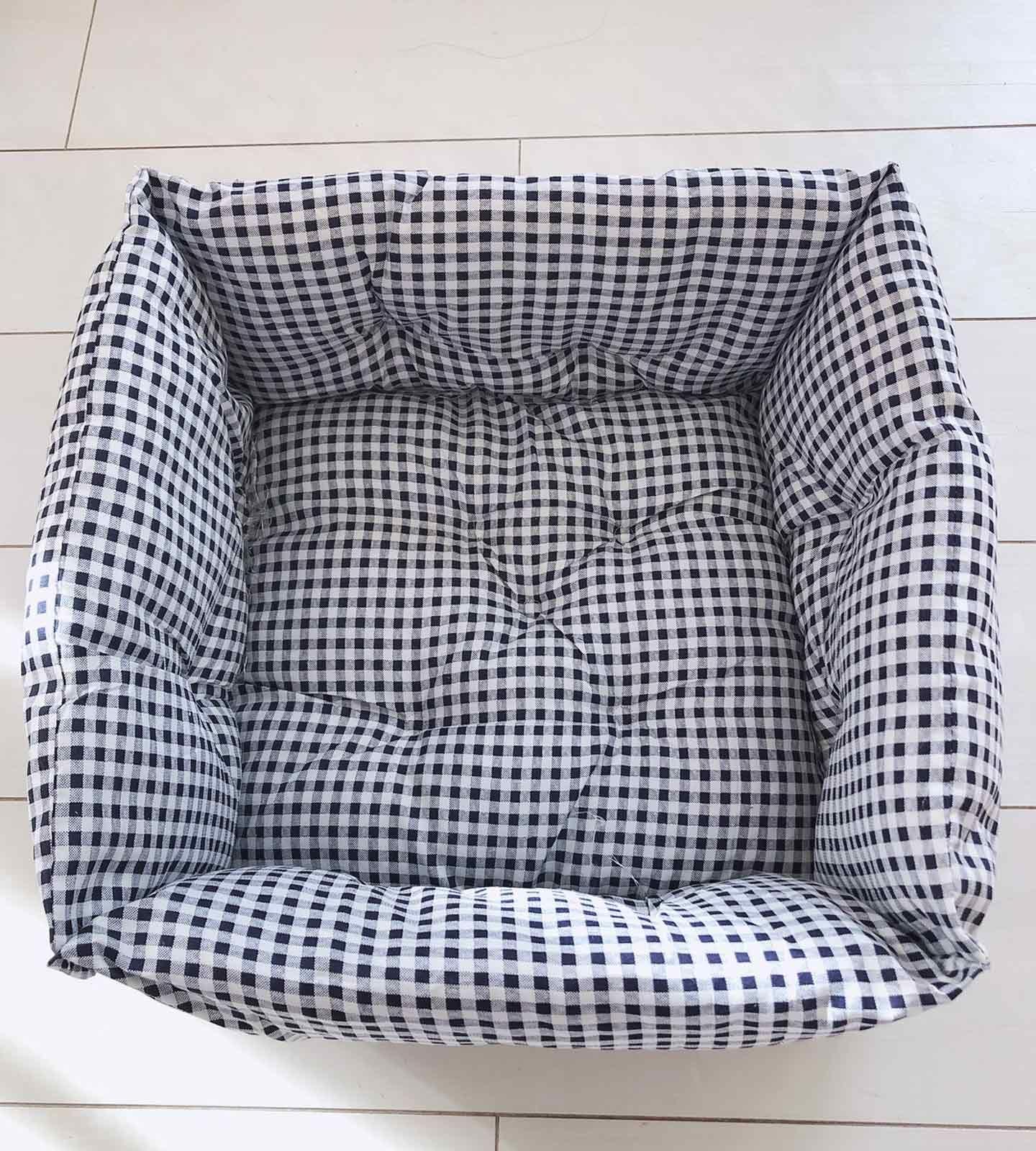 簡単手縫いリメイク 100均の座布団3つだけで愛犬用ベッドを手作りする方法 わんこと暮らすアイディア Diy 手作り犬アイテム わんクォール ペット用ベッド 座布団 犬