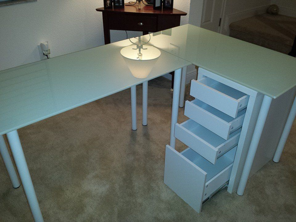 This is my friend, Lisa's, set up... Two glass table tops